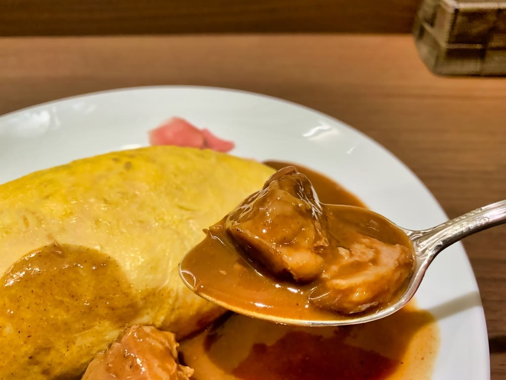 北極星 京都ポルタ店のビーフカレーオムライス牛肉
