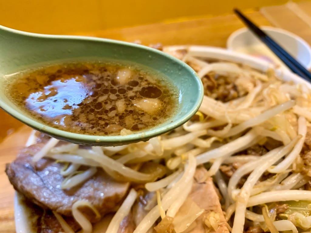 ラーメン荘夢を語れのラーメン豚増しスープ