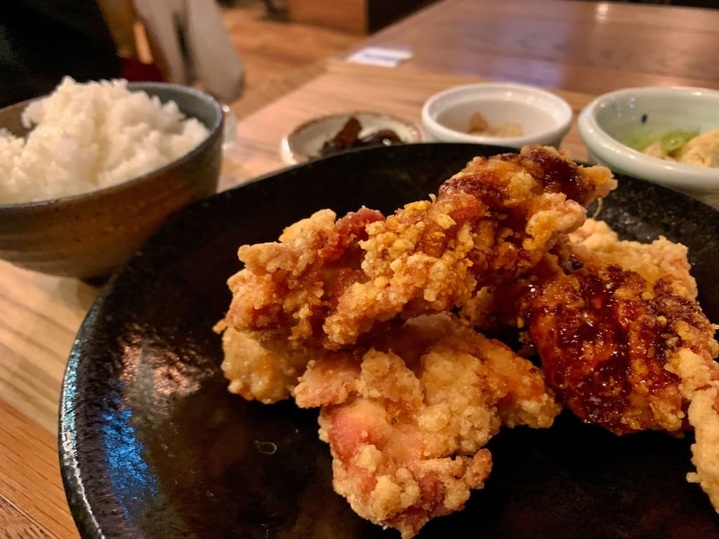 Restaurant général de Kumamoto mao frit en gros plan pour le déjeuner à volonté