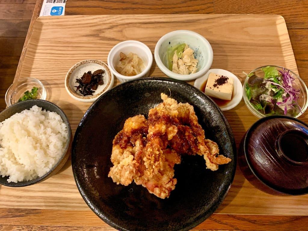 隈本総合飲食店maoの唐揚げ食べ放題ランチ