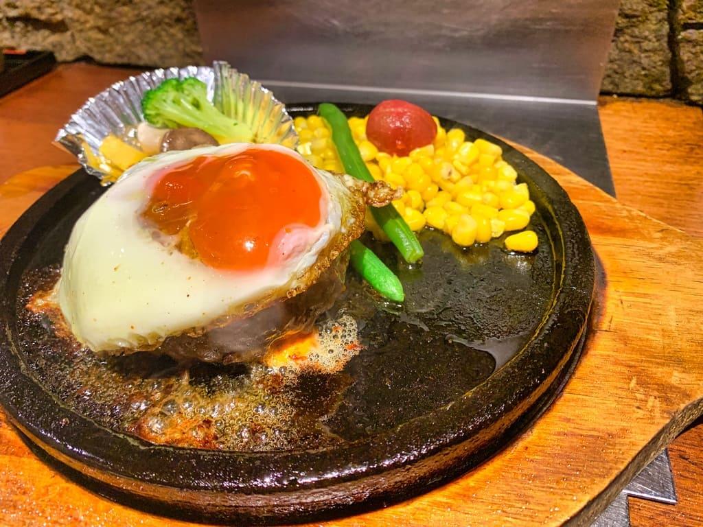 Hamburger à la pierre de la passion du magasin Manryo Higobashi