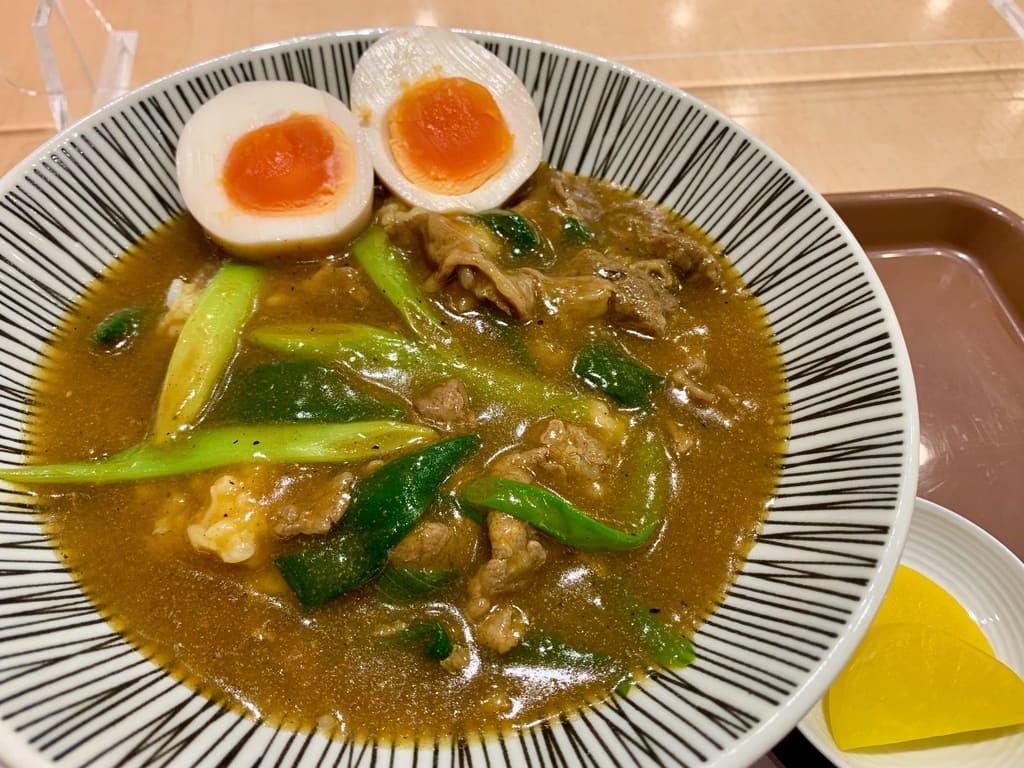 Primer plano picante de cuenco de curry Hararyoukaku 1