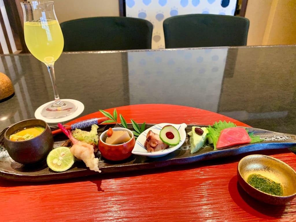 京都一の傳の季節の前菜の盛り合わせ横から