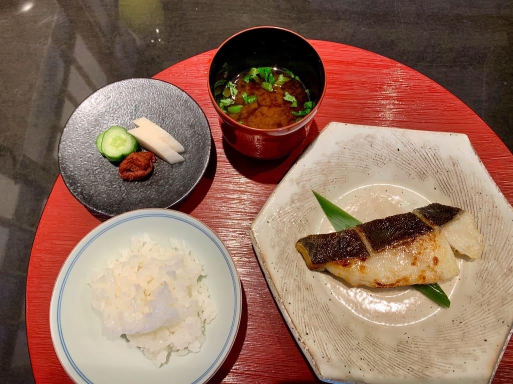 京都一の傳の銀だら最強焼きとご飯赤出汁
