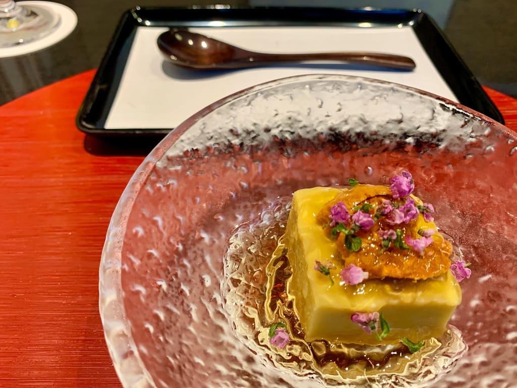京都一の傳の冷製とうもここし餅の雲丹のせ