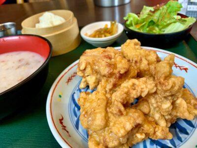 Ayam goreng di restoran Wong
