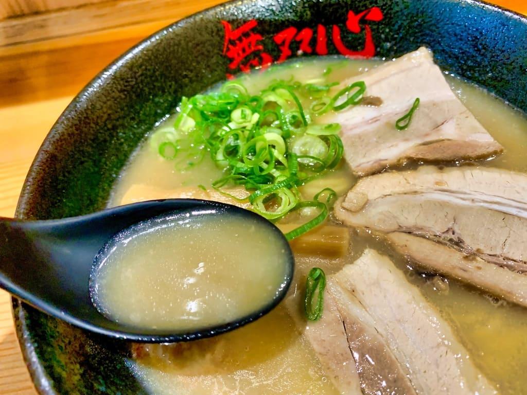 無双心 亀岡本店の無双心ラーメンスープ