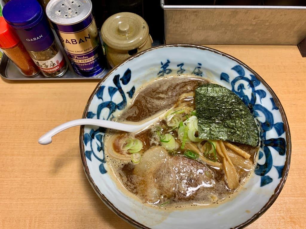 弟子屈ラーメン札幌ラーメン横丁店の魚介しぼり醤油1