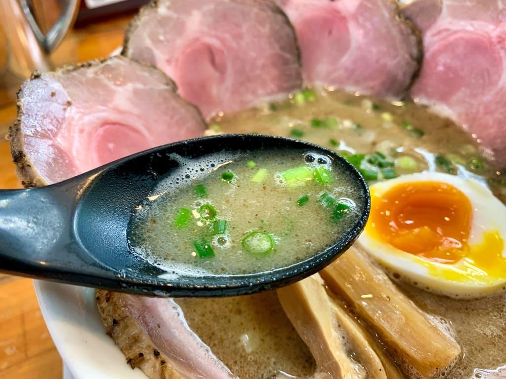 俺のラーメンあっぱれ屋のこくまろ塩チャーシュー麺スープ