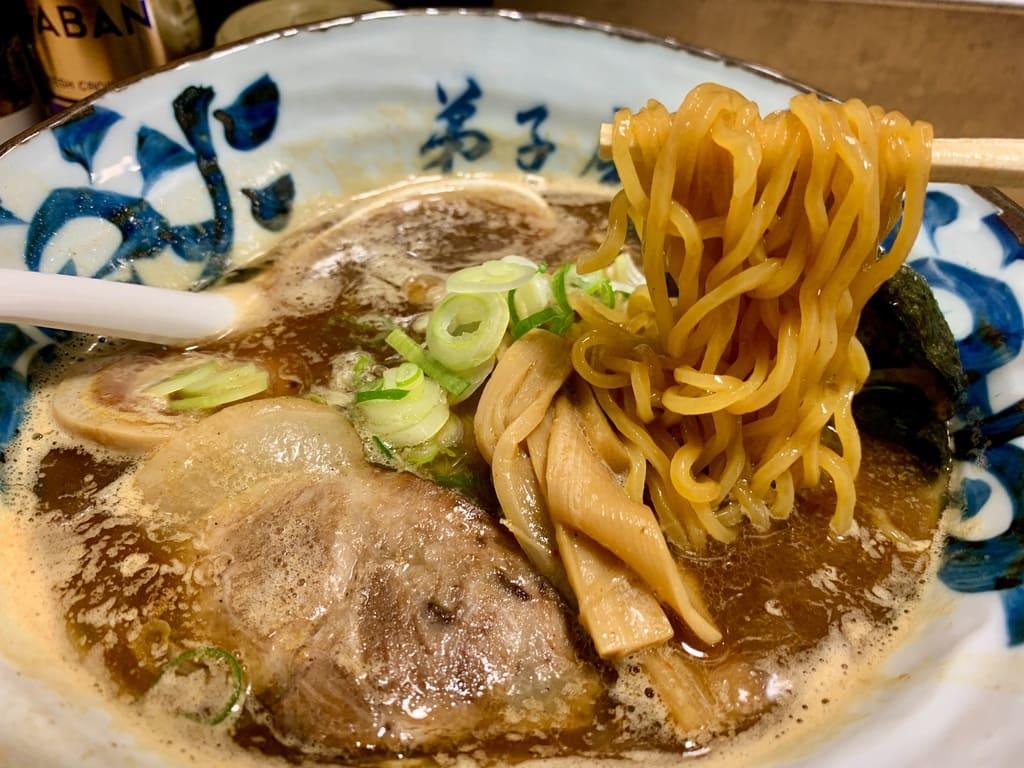 弟子屈ラーメン札幌ラーメン横丁店の魚介しぼり醤油実食