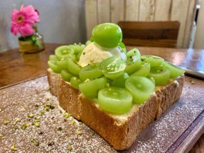 オソラカフェの岡山県産晴王とシャインマスカットトースト3