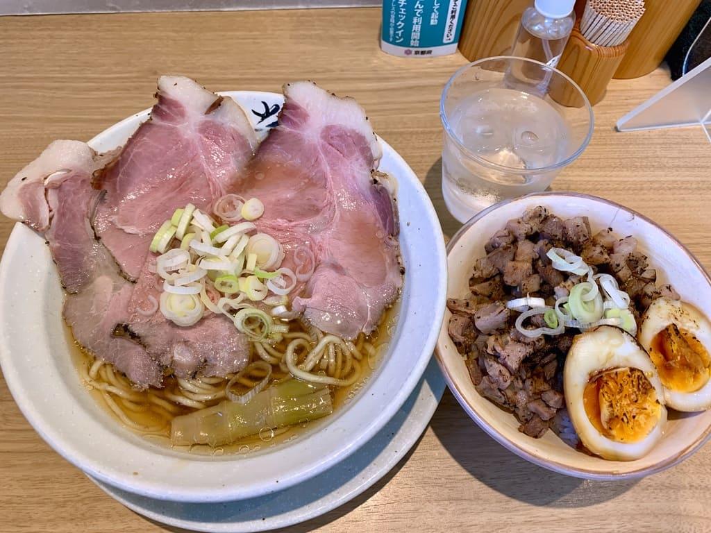 麺屋優光の淡竹と炙りレア豚丼