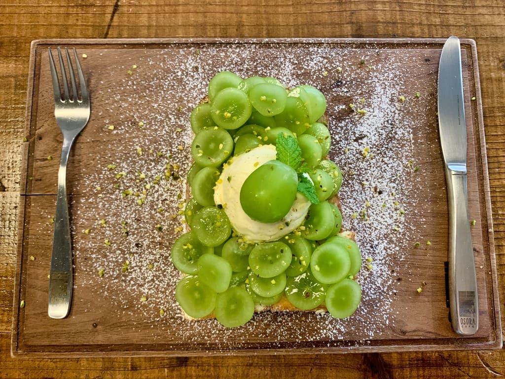 オソラカフェの岡山県産晴王とシャインマスカットトースト1