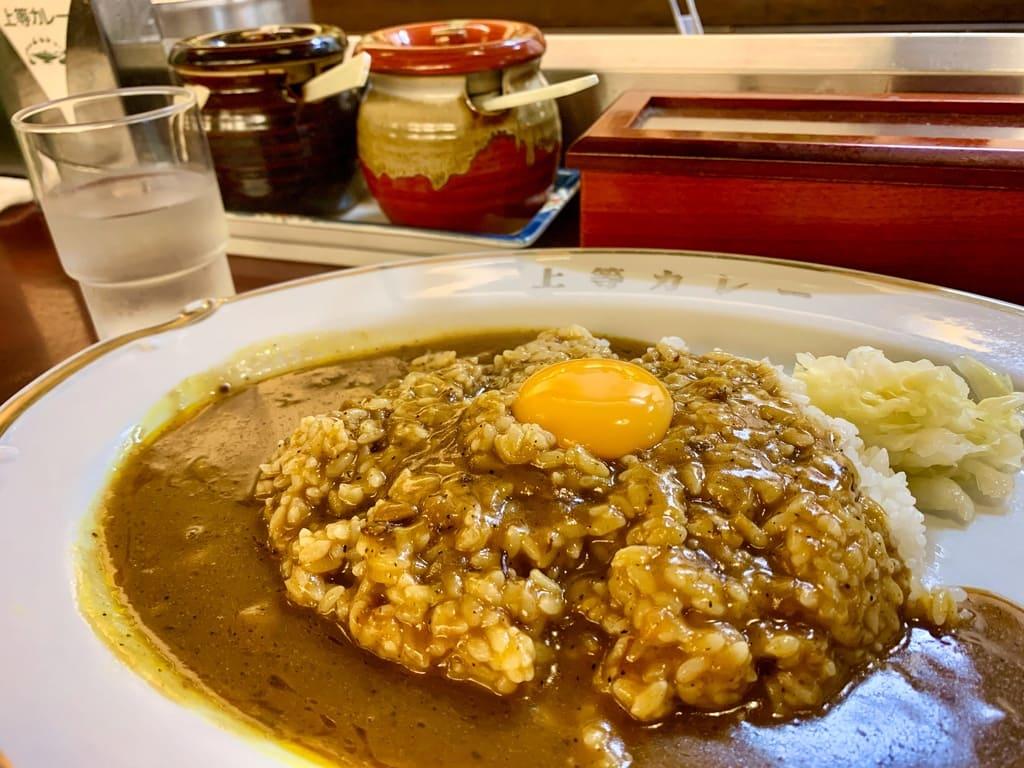 福島上等カレー本店のカレーライス卵黄のせ近影