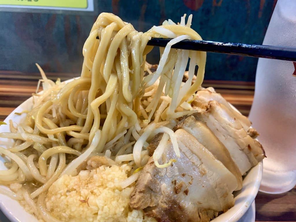 ラーメンつけ麺笑福西中島店の豚Wラーメン実食4